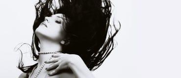 Bella donna con i capelli lunghi di volo Fotografia Stock