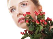 Bella donna con i fiori rossi Fotografia Stock Libera da Diritti