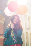 Bella donna con i palloni variopinti Fotografia Stock Libera da Diritti