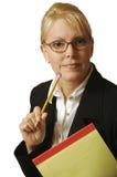 Bella donna con il blocchetto per appunti Fotografia Stock