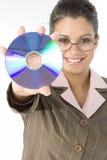 Bella donna con il compact disc a disposizione Fotografie Stock Libere da Diritti