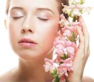 Bella donna con il fiore dentellare Fotografia Stock