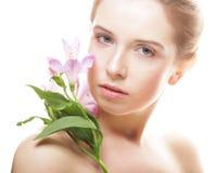 Bella donna con il fiore dentellare Immagini Stock