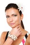 Bella donna con il fiore sopra fondo bianco fotografie stock