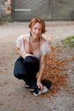 Bella donna con il gatto Immagini Stock Libere da Diritti