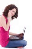 Bella donna con il PC del calcolatore Immagini Stock
