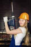 Bella donna con il trapano pesante Fotografia Stock