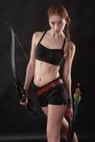 Bella donna con l'arco a disposizione Fotografia Stock Libera da Diritti