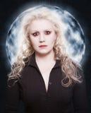Bella donna con l'occhi rossi una pelle bianca Fotografie Stock Libere da Diritti