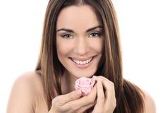 Bella donna con la rosa di rosa fotografia stock libera da diritti