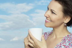 Bella donna con la tazza Immagini Stock