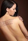 Bella donna con le parole Fotografia Stock Libera da Diritti