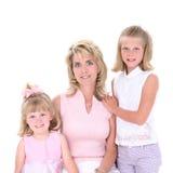 Bella donna con le sue figlie sopra bianco immagine stock