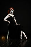 Bella donna con lo scheletro di trucco Immagini Stock