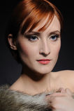 Bella donna con pelle perfetta in pelliccia Fotografia Stock Libera da Diritti