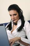 Bella donna con un computer portatile Fotografie Stock