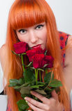 Bella donna con un mazzo delle rose Fotografia Stock Libera da Diritti