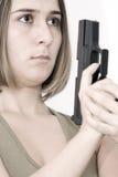 Bella donna con una pistola immagine stock libera da diritti