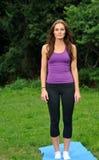 Bella donna del brunette pronta per l'esercitazione Fotografia Stock
