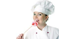 Bella donna del cuoco con il lollipop Immagine Stock