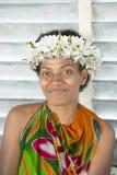 Bella donna del Pacifico Meridionale con i fiori in capelli Fotografia Stock Libera da Diritti
