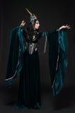Bella donna dell'elfo di fantasia in corona del fiore Fotografia Stock Libera da Diritti