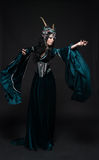 Bella donna dell'elfo di fantasia in corona del fiore Fotografia Stock