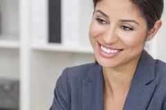Bella donna di affari ispana della donna di Latina immagini stock