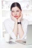 Bella donna di affari nell'ufficio Fotografia Stock