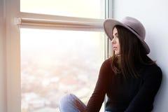 Bella donna di boho in cappello della lana Fotografie Stock Libere da Diritti