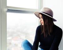 Bella donna di boho in cappello della lana Fotografia Stock Libera da Diritti