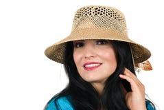 Bella donna di modo con il cappello di estate Fotografia Stock