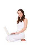 Bella donna di smiley con il computer portatile Fotografie Stock