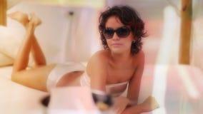 Bella donna di stagno-side video d archivio