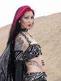Bella donna di vampiro-stile al deserto Fotografie Stock Libere da Diritti