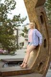 Bella donna e rivestimento tricottato Ritratto della donna felice Fotografia Stock