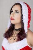 Bella donna egiziana in costume di Santa Claus Fotografie Stock Libere da Diritti
