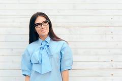 Bella donna elegante di modo che indossa Cat Eye Eyeglasses fotografia stock libera da diritti
