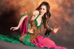 Bella donna esotica del danzatore di pancia Fotografie Stock