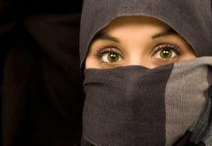 Bella donna etnica degli occhi verdi Fotografie Stock Libere da Diritti
