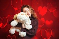 Bella donna felice con un cane di piccola taglia Fotografie Stock