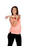 Bella donna incinta che fa allungamento Fotografie Stock