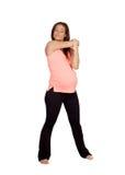 Bella donna incinta che fa allungamento Immagine Stock