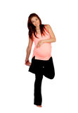 Bella donna incinta che fa allungamento Immagini Stock Libere da Diritti