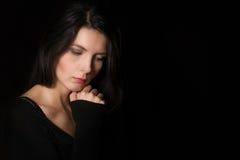 Bella donna introspettiva Fotografie Stock Libere da Diritti