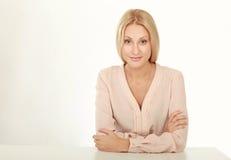 Bella donna moderna di affari nell'ufficio Fotografia Stock Libera da Diritti