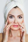 Bella donna naturale della ragazza dopo le procedure cosmetiche cosmetology Immagine Stock Libera da Diritti