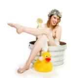 Bella donna nel bagno immagini stock