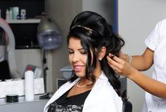Bella donna nel salone di capelli fotografia stock