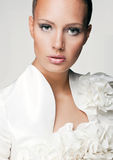 Bella donna nell'immagine di stile di modo Fotografia Stock